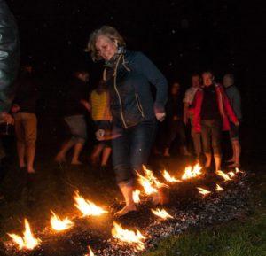 chodzenie po ogniu - firewalking